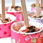 Vaniljeis med jordbærswirl og lakrids